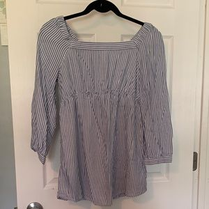 Old Navy maternity shirt size small